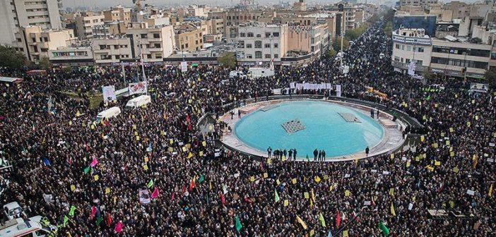Tahran İnkılap Meydanı'ndaki Büyük Tahran Halk Mitingi